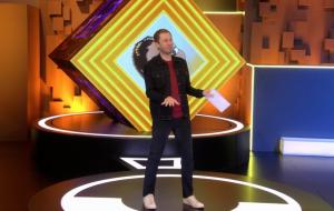 """BBB20: Tiago Leifert entra na zoeira e dança """"Don't Start Now"""" ao vivo: """"Aprendi com a Manu"""""""