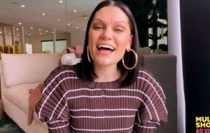 """Jessie J agita o festival """"Together at Home"""" ao som de """"Flashlight"""" e """"Bang Bang"""""""
