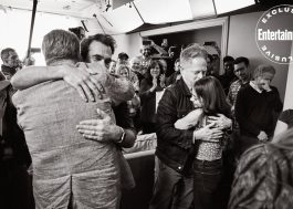 """Elenco de """"Modern Family"""" se abraça e chora em fotos inéditas do último episódio"""