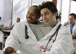"Zach Braff e Donald Faison revisitam ""Scrubs"" em novo podcast"