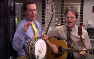 "Ed Helms e Rainn Wilson relembram cena clássica de ""The Office"" em live stream"