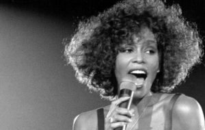 """Whitney Houston ganhará cinebiografia com roteirista de """"Bohemian Rhapsody"""""""