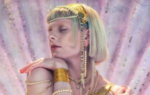 """Aurora anuncia """"Exist For Love"""" para esta quinta-feira (14)"""