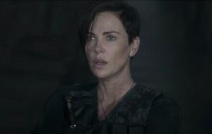 """""""The Old Guard"""", filme da Netflix com Charlize Theron, ganha trailer cheio de ação e mistérios"""