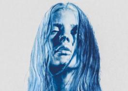 """Ellie Goulding divulga capa e data de lançamento de novo álbum, """"Brightest Blue"""""""
