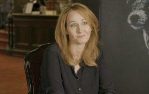 J.K. Rowling doa £1 milhão para ajudar os mais afetados pela pandemia de COVID-19