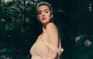"Katy Perry apresentará ""Daisies"" pela 1ª vez ao vivo nesta sexta-feira (15)"