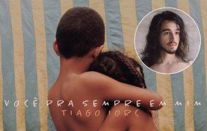 """Tiago Iorc divulga capa de """"Você Pra Sempre Em Mim"""", novo single que chega em breve"""