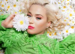 """Katy Perry faz tweet e fãs levantam tag no Twitter: """"Smile está vindo"""""""