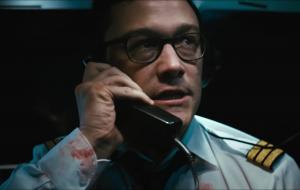 """Joseph Gordon-Levitt tenta defender avião de atentado terrorista no trailer do filme """"7500"""""""