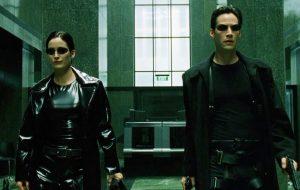 """""""Matrix 4"""": fotos dos bastidores mostram retorno das filmagens em Berlim"""
