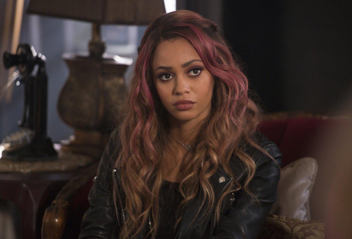 """Vanessa Morgan, de """"Riverdale"""", denuncia racismo no audiovisual"""