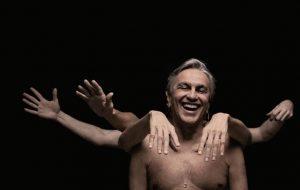 Finalmente! Caetano Veloso anuncia que festejará aniversário de 78 anos com live
