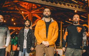 No Dia Mundial do Reggae, grupo Maneva lança projeto ao vivo com releituras de clássicos brasileiros