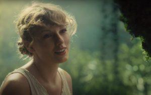 """Taylor Swift lança o álbum """"Folklore"""" junto com clipe mágico para """"Cardigan"""""""
