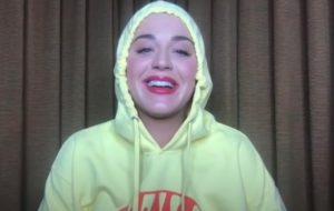 "Katy Perry confirma clipe para o single ""Smile"""