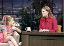 """""""The Drew Barrymore Show"""": atriz entrevista ela mesma em prévia do talk show"""
