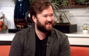 """Haley Joel Osment, de """"O Sexto Sentido"""", conta que deixou barba crescer para não ser reconhecido"""