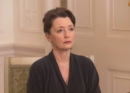 "Lesley Manville vai interpretar a princesa Margaret na 5ª temporada de ""The Crown"""