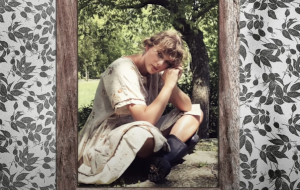 """Taylor Swift lança nova versão de """"Cardigan"""" com clipe inédito"""