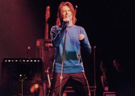 """Show histórico de David Bowie em Paris ganha lançamento digital; assista ao clipe de """"Drive-In Saturday"""""""