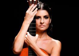 Fernanda Abreu lançará coletânea de baladas pra celebrar os 30 anos de carreira