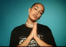 "Jorja Smith lança clipe impactante para ""By Any Means"", single sobre protestos antirracistas"