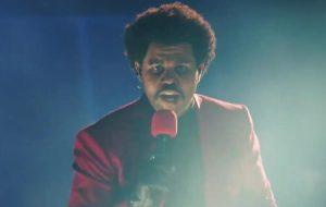 """The Weeknd abre VMA 2020 com apresentação grandiosa de """"Blinding Lights"""""""