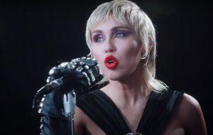 """Miley Cyrus diz que não tem planos de lançar um álbum: """"Não faz sentido para mim"""""""