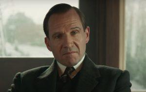"""Ralph Fiennes e Djimon Hounsou estão nas imagens inéditas de """"King's Man: A Origem"""""""