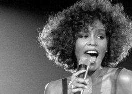 """I Wanna Dance With Somebody"": cinebiografia de Whitney Houston deve ser lançada em 2022"