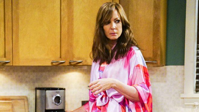 """Allison Janney em """"Mom"""" (Reprodução)"""