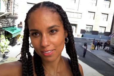Alicia em selfie durante as gravações (Reprodução)