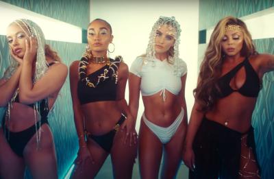 """Little Mix no clipe de """"Holiday"""" (Reprodução)"""