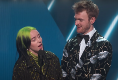 Billie Eilish e Finneas no palco do Grammy 2020 (Reprodução)