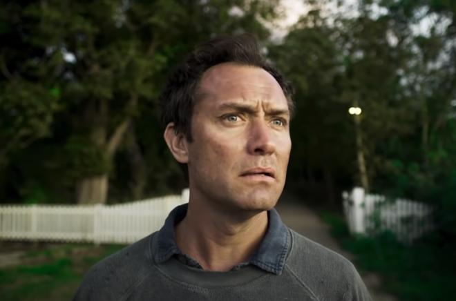"""Jude Law em cena de """"The Third Day"""" (Reprodução)"""
