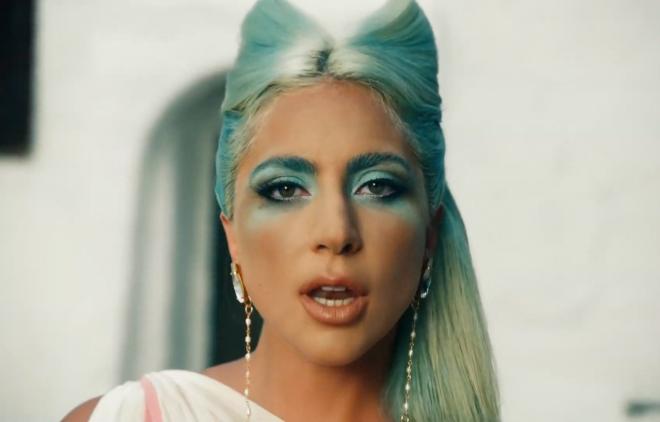 Lady Gaga no clipe de '911' (Reprodução)