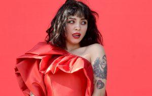 Gosta de Mon Laferte? Cantora chilena anuncia novo single para o dia 17 de setembro