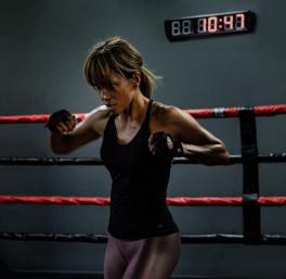 """Halle Berry durante as gravações do filme """"Bruised"""" (Foto: Divulgação)"""
