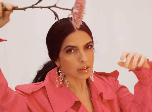 """""""Desafio"""" é o primeiro single de Illy desde o álbum """"Te Adorando Pelo Avesso"""". (Divulgação/Julia Pavin)"""
