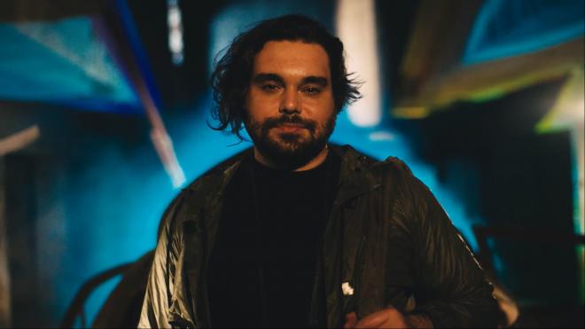 """Lucas Felix em imagem de divulgação do single """"Clube da Esquina II"""" (Divulgação/Irmãos Winits)"""