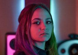 Mayra fala ao Papelpop sobre composição, parceria com Bruno Martini, época de College 11 e TikTok
