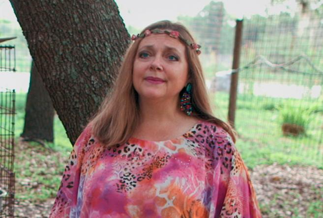 """Carole Baskin em """"A Máfia dos Tigres"""" (Reprodução)"""