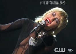 "Miley Cyrus arrasa nos vocais ao cantar música do Blondie e ""Midnight Sky"" no iHeart Festival"
