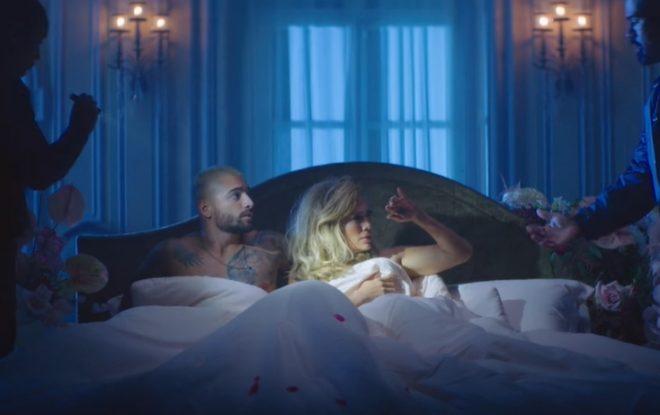 """JLo e Maluma no clipe duplo de """"Pa'Ti"""" e """"Lonely"""" (Reprodução)"""