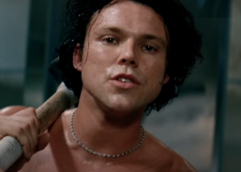 Ashton Irwin, do 5 Seconds Of Summer, discute dismorfia corporal em novo clipe e anuncia álbum solo