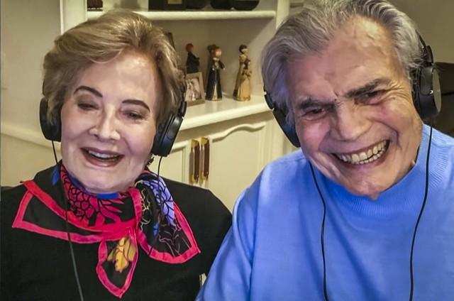 """Tarcísio Meira e Glória Menezes no """"Altas Horas"""" (Reprodução)"""