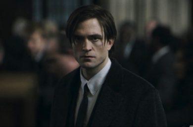"""Robert Pattinson no teaser-trailer de """"The Batman"""" (Reprodução)."""