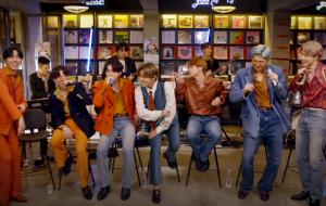 """BTS apresenta """"Dynamite"""" e outros hits na série """"Tiny Desk (Home) Concert"""""""