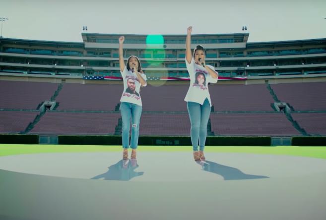 Chloe x Halle cantam hino em partida da NFL (Reprodução)